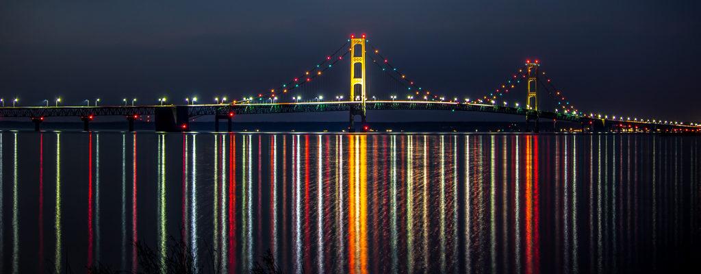 Night photo of the Mackinac Bridge